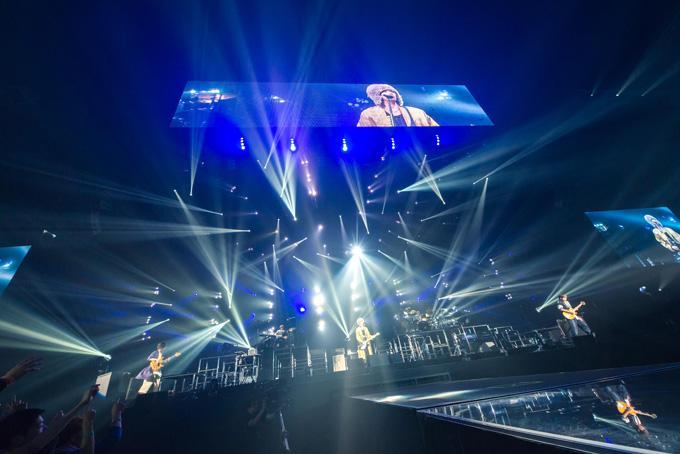 ライトでキラキラの会場RADWIMPSのライブ