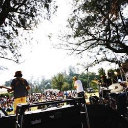 B'z、ひたちなかに降臨<ROCK IN JAPAN FESTIVAL 2017>名曲ばかりのセットリストに7万人熱狂!